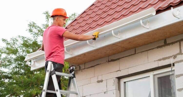 Gutters Contractor at work